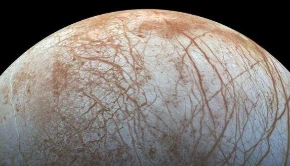 别只盯着火星!木卫二冰层覆盖下隐藏的火山或保持活动 适合生命出现