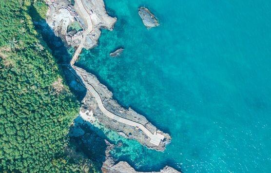 亚洲和西非1000多条河流成80%海洋塑料的搬运工,城市小河流污染被严重低估!