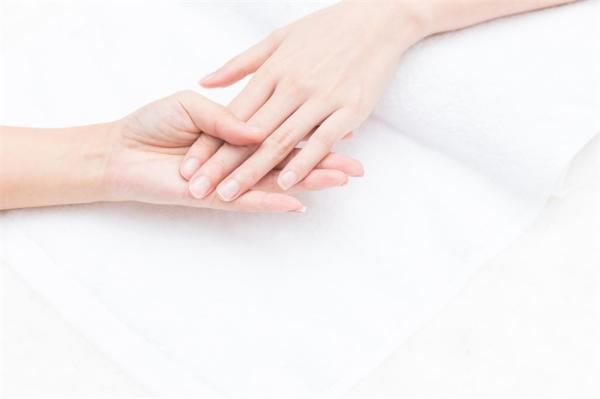 快看!感染新冠后指甲盖会出现凹痕线,可能暗示身体抗体情况