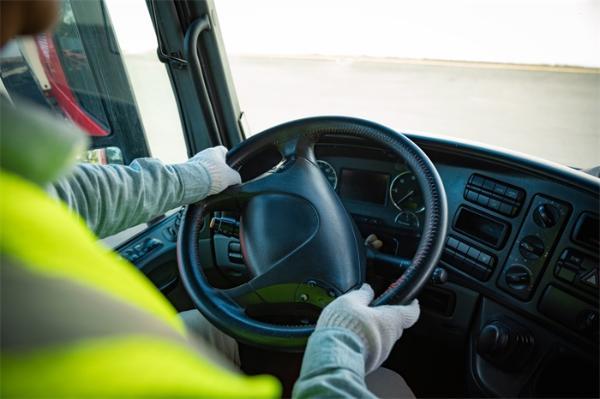 研究表明:垃圾食品吃太多,可能会增加卡车司机危险驾驶的风险