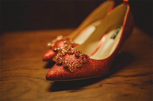 """考古证明:尖头鞋时尚却不健康,14世纪英国富人饱受""""富贵病""""之苦"""