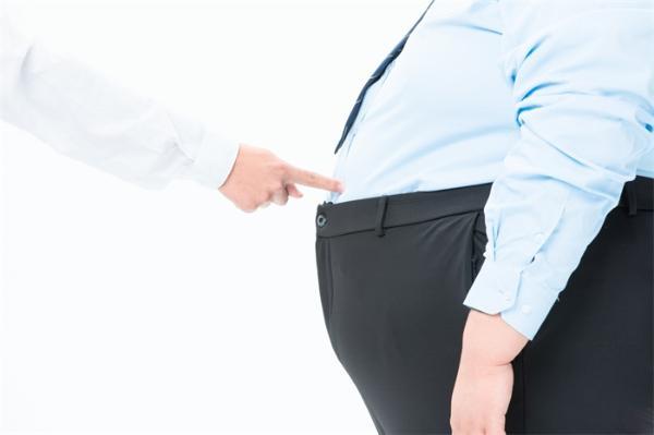 研究发现:即使有节制地饮酒,超重或肥胖的人患肝病的风险也更大