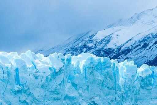 """阿尔卑斯山脉惊现大面积""""冰川血"""":红色微藻疯狂繁殖,或加速冰川萎缩"""