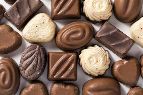 研究:一起床就吃巧克力有助燃脂和降血糖,睡前吃让你睡眠更规律