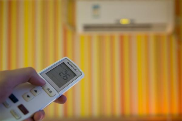 夏日空调清洗师日薪千元,夏季清洁服务订单暴增600%