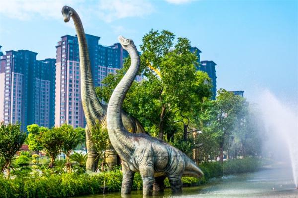 号称澳洲史上最大的恐龙出场,但远不及中国的