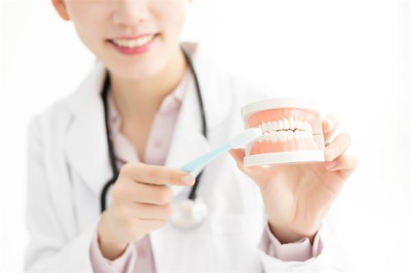 北大研究发现:不好好刷牙会导致心血管疾病风险增加12%