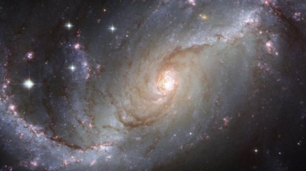 银河系星团中发现超大黑洞群:内含上百个黑洞,距地球8万多光年