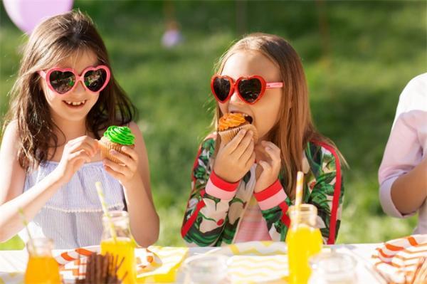 吃饭还得看气质!研究:性格冲动的孩子吃得快,更容易导致肥胖