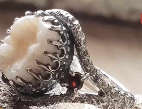 来自天堂的陪伴?珠宝商用已故之人牙齿制作饰品