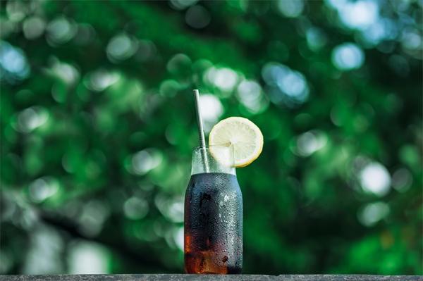 科学证实:炎炎夏日,喝热水比喝冷水更易让身体降温
