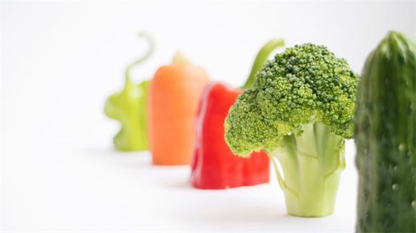 营养不良还挑食?研究:延长午餐时间,孩子们才能吃更多的蔬菜水果