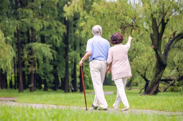 逾80万人研究显示:社会经济地位越高、生活方式越好,死亡风险越低