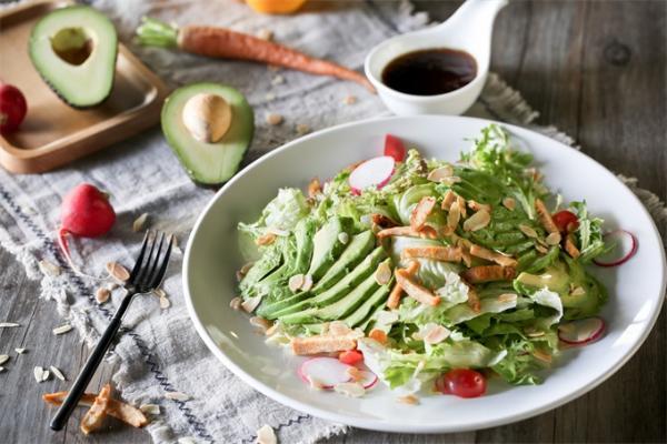 """节食请三思!吃得太少或会""""产毒"""",极低卡路里降低体重也扰乱了肠道"""