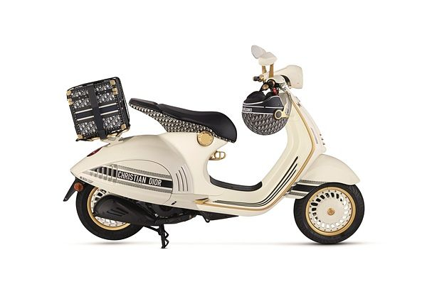 奢华摩托车价格公开!DiorX Vespa最梦幻伟士牌机车,米白车身与经典老花太美!