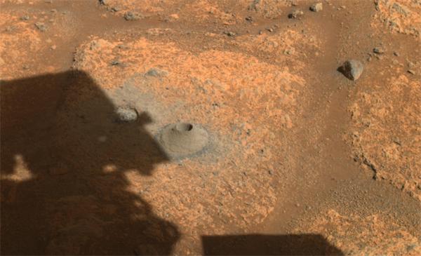 "NASA毅力号钻出火星""第一洞"" 然而钻了个寂寞"