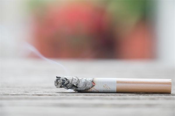 最新研究显示:非侵入性脑刺激可能减少吸烟,且可接受性良好