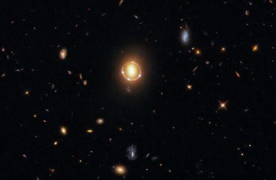 """哈勃也被""""骗""""了!捕捉到的6个发光点实际由3个天体组成"""