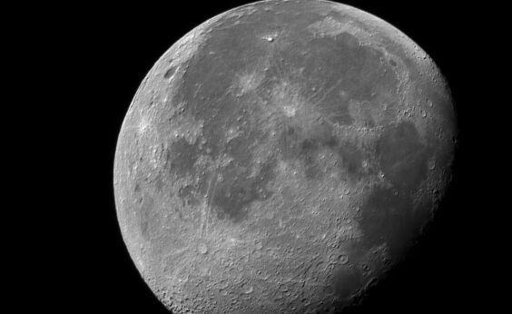 """""""阿波罗""""任务月岩最新分析显示:月球可能从来没有过强磁场"""