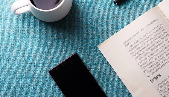 清华大学/西湖大学施一公团队新研究:长时间玩手机真的影响睡眠!
