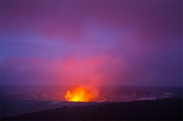 夏威夷突发连环地震 世界上最活跃的火山或将喷发