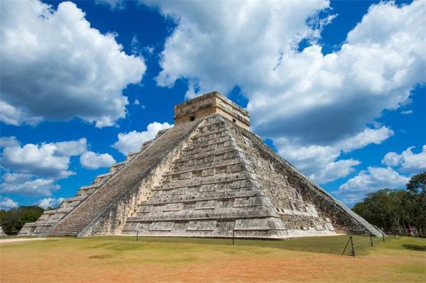 墨西哥金字塔下发现2000年前蛇神祭品:花束保存完好,或与求子有关