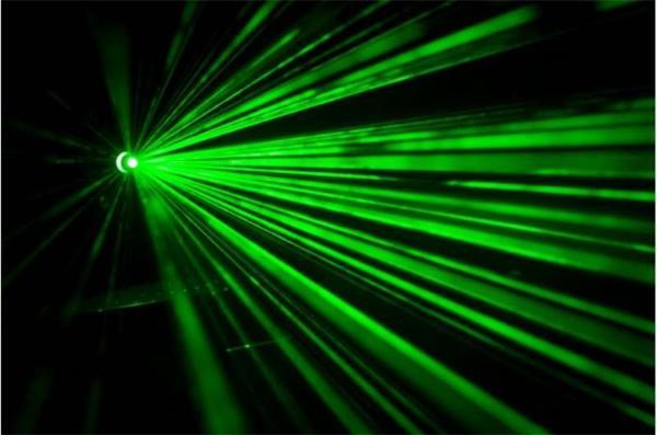 物理学家成功使激光束在真空中可见,实现单个原子精准操控