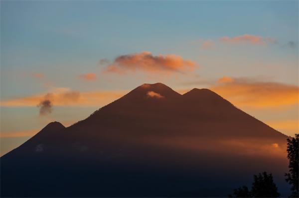 3座火山同时喷发!自然灾害连连 地球末日真的要来了?