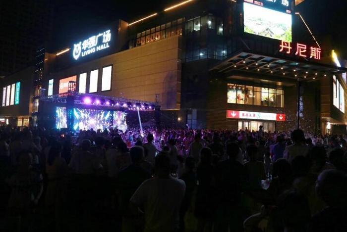 """华强广场""""网红音乐湿身轰趴""""圆满结束"""