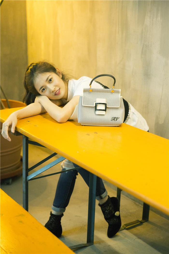 陈钰琪夏日写真来袭 邂逅午后的灵动少女