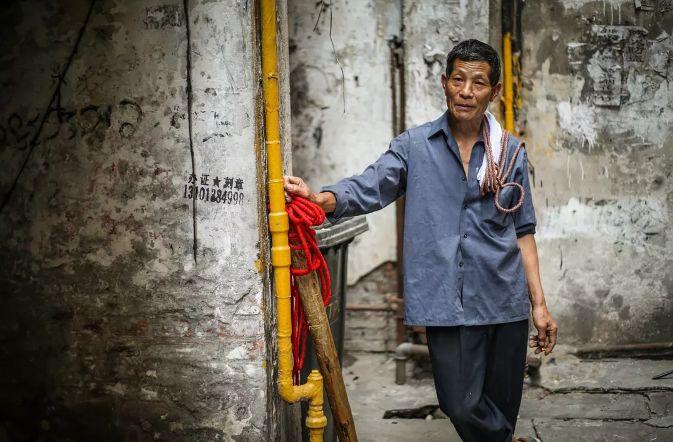 平凡的人感动的事_《最后的棒棒》郑州首映 平凡的人最感动