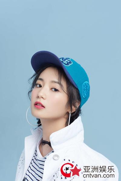 张雅钦最新写真曝光 活力girl演绎时尚运动风