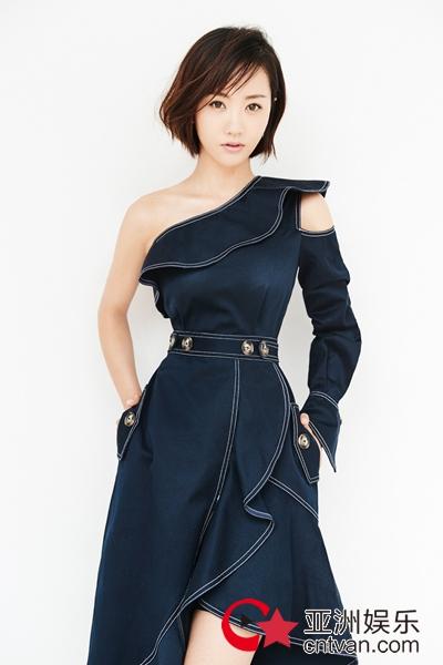 杨蓉最新短发写真 展现温柔干练双面魅力
