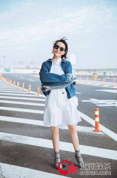 吴昕纽约时装周回国 清爽鬼马诠释时尚少女力
