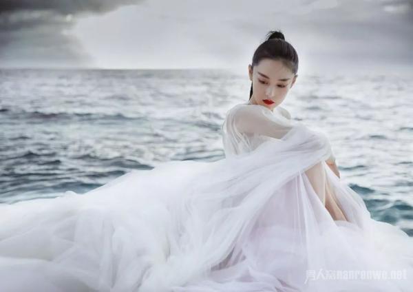 张馨予婚后首秀,惊艳变化让人眼前一亮