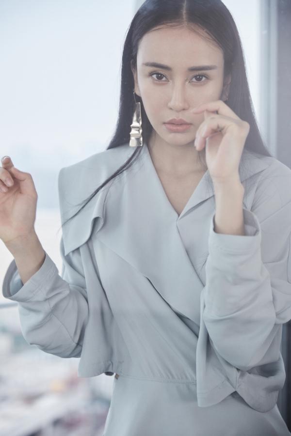 时尚功夫女郎母其弥雅最新杂志大片 刚柔并济尽显女性力量
