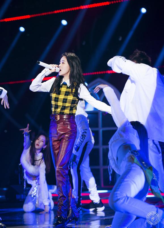 音乐组张碧晨首唱专辑新歌《不及雨》 无修音现场见证live实力