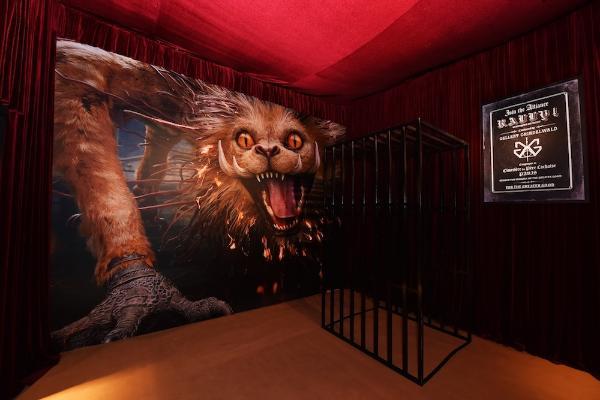 """《神奇动物:格林德沃之罪》电影主题展览登陆北京""""画龙点睛"""" 屏风惊喜亮相粉丝狂欢迎接魔法降临"""