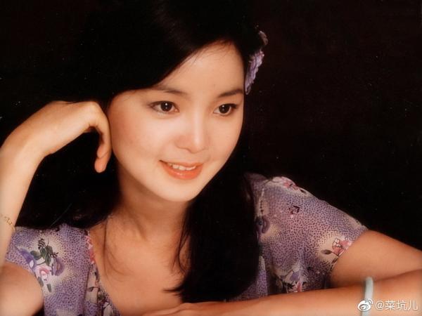 邓丽君逝世24周年 粉丝晒高清旧照缅怀偶像