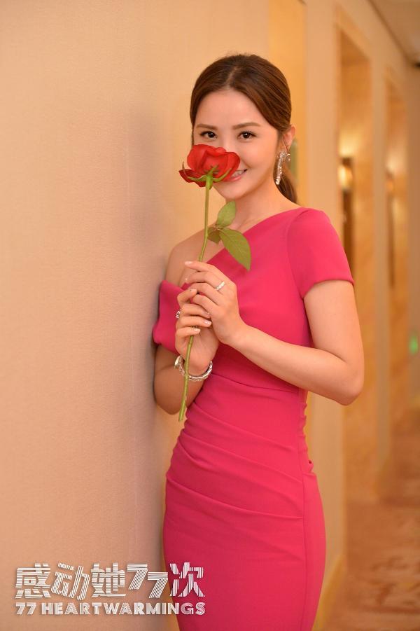 《感动她77次》亮相上影节开幕式 蔡卓妍周柏豪红毯携手再续CP前缘
