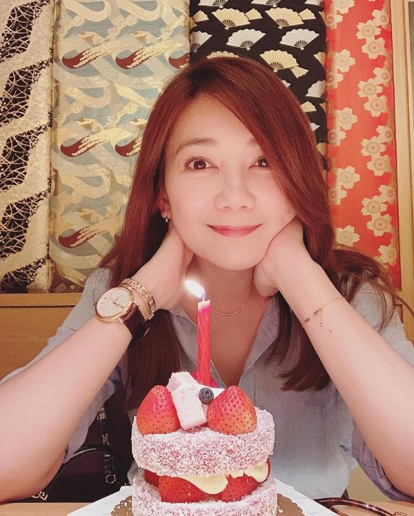 梁静茹与闺蜜团庆祝41岁生日 范玮琪出镜比美