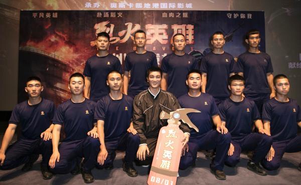"""《烈火英雄》杜江化身""""钢铁队长""""只为致敬最可爱的人"""