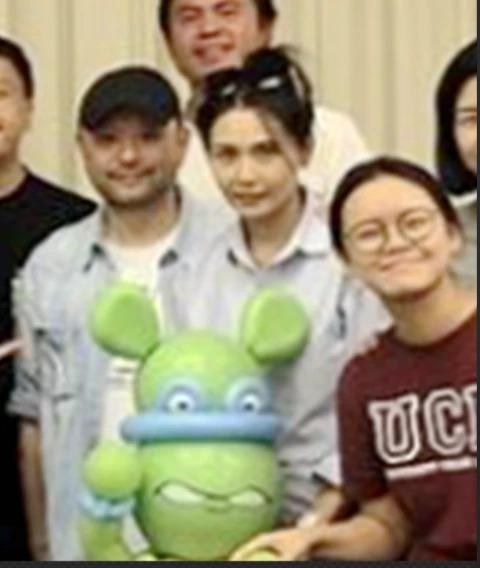 袁咏仪夫妇再开生日派对 郭富城从后拥抱方媛甜蜜抢镜