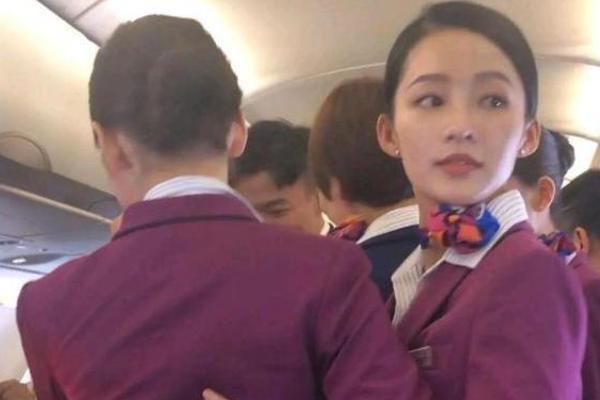 李沁当空姐 造型图曝光 她演活又了每一个角色!