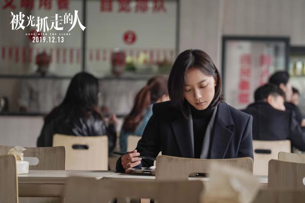 《被光抓走的人》主题曲《背光》MV句句戳心 杨宗纬温柔献声引强烈共鸣