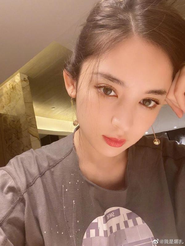 古力娜扎点赞金请夏新歌MV