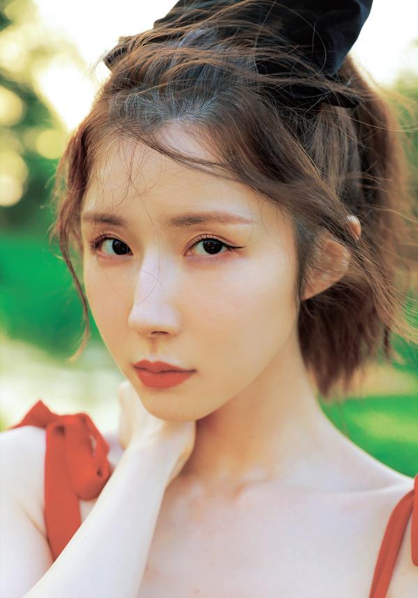 方安娜分享美照获表白 蝴蝶结搭配红裙俏皮不失性感