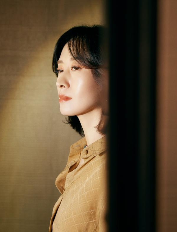 刘敏涛助阵《白色月光》发布会 美飒兼备姐力十足