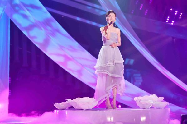 张月《跨界歌王》以歌声表达爱意 《蝴蝶泉边》诉尽感恩依恋