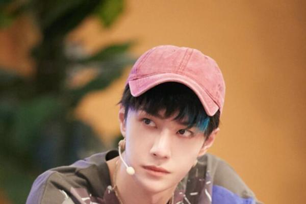 王一博《街舞3》中被迫撒娇 酷盖秒变可爱大男孩